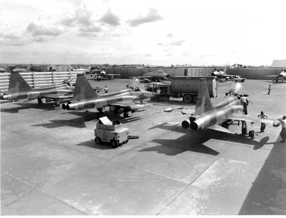 Northrop F-5C Skoshi Tiger (3).jpg