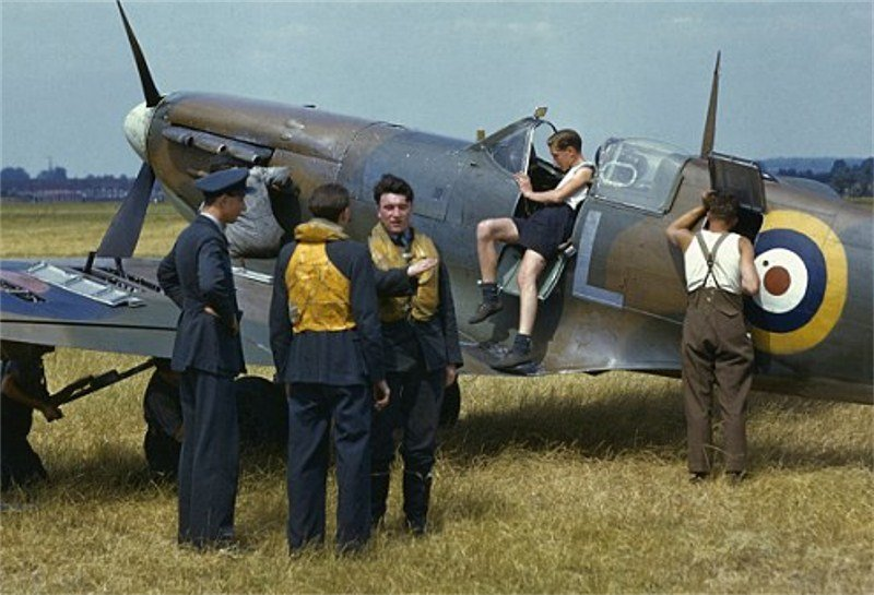 WW2-RAF-pilots-and-groundcrew-prepare-a-Spitfire-during-the-height-of-the-Battle-of-Britain-outside-London-England-1940-image-©-Time-Life-Pictures.jpg