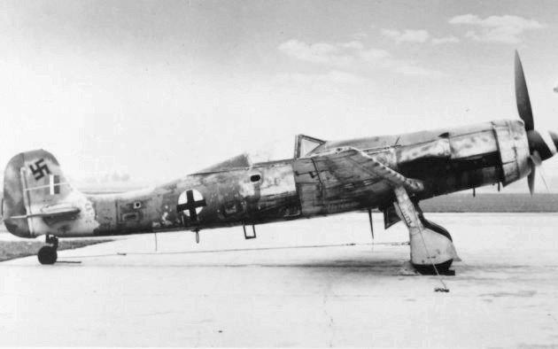 Focke-Wulf_Ta-152_H_(15269691122).jpg.c834f92c857fedc8f9c180a054f8e956.jpg