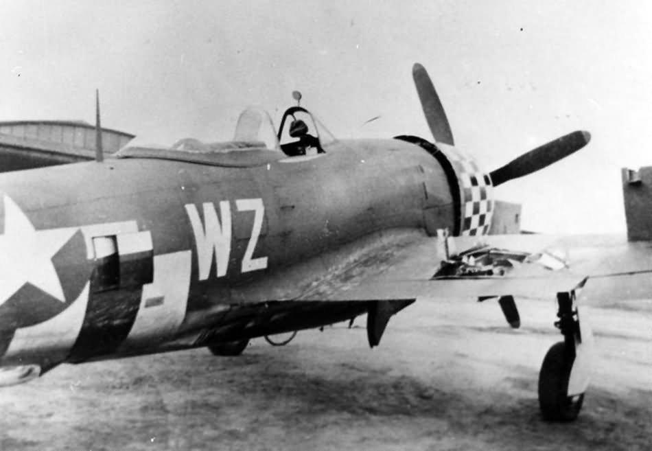 battle_damaged_P-47_Thunderbolt_of_the_78th_Fighter_Group_at_Duxford.jpg.77e8df2c987ade23c709ef38261b5b24.jpg