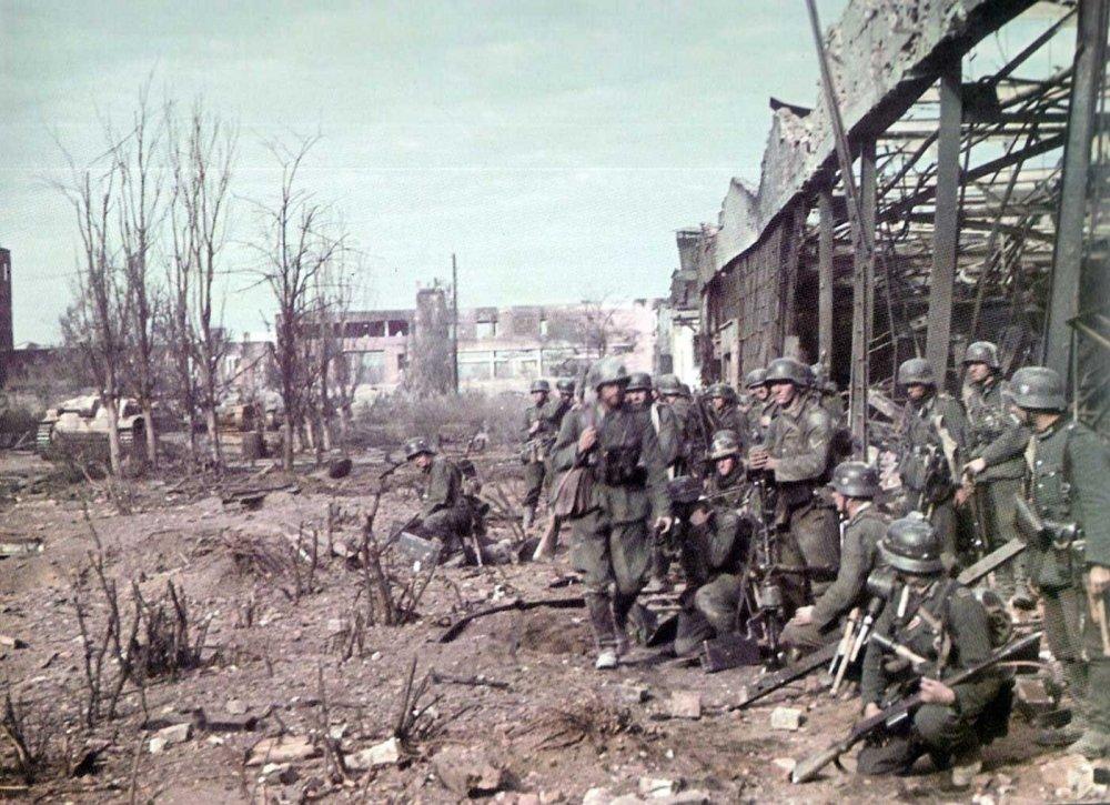 Stalingrad_tractor_factory.thumb.jpg.d42b57c96afa3e00b29b912069404942.jpg