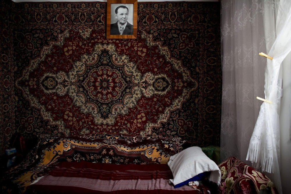 russian_carpet_on_the_wall.jpg