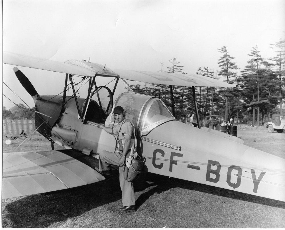 Jack-Tiger_Moth_1946.jpg