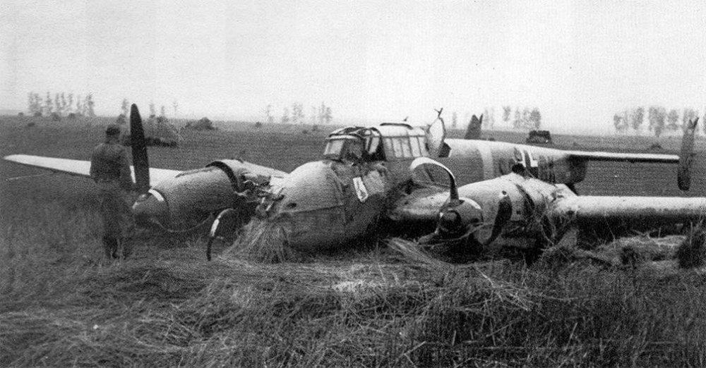 1290067636_Messerschmitt-Bf-110E-Zerstorer-2.SKG210-(S9BK)-WNr-4108-crash-landed-Seschtschinskaja-1941-01.thumb.jpg.4d49fd24da733a53d0da5e9e92eb2ef7.jpg