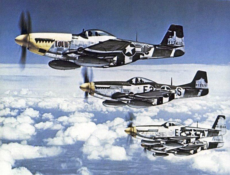 1944925108_P-51Formacion.jpg.421b10ea0a32704f2bc6ed9b8c2aec61.jpg
