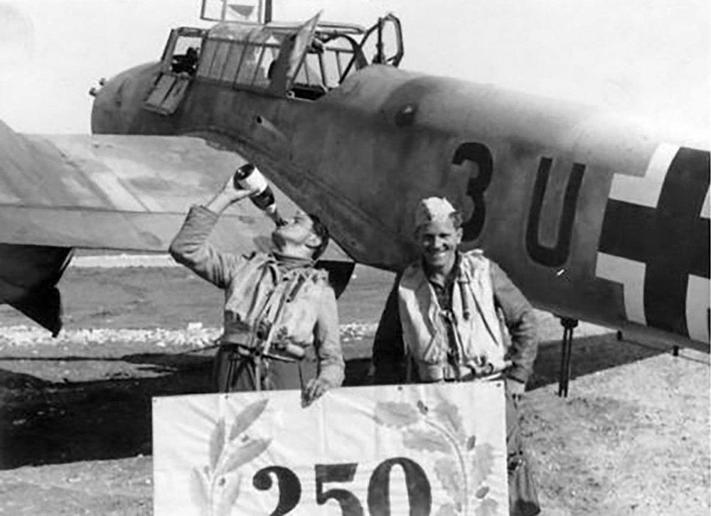 397284997_Messerschmitt-Bf-110F2-Zerstorer-7.ZG26-(3UAR)-Trapani-1943-01v2.thumb.jpg.722189cb8b9da3fc5b7239c98903ce11.jpg