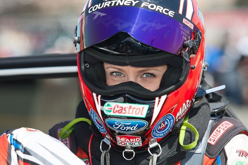 courtney-force-in-helmet.jpg.657cf5f389475c126bcbbbc807634781.jpg