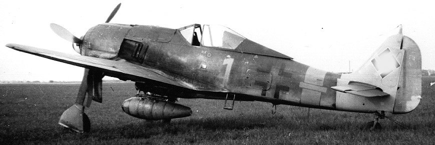 Focke-Wulf-Fw-190A-8----1-Skrydstrup.jpg.3b779de052e9236ab9e857ea6eddff4a.jpg