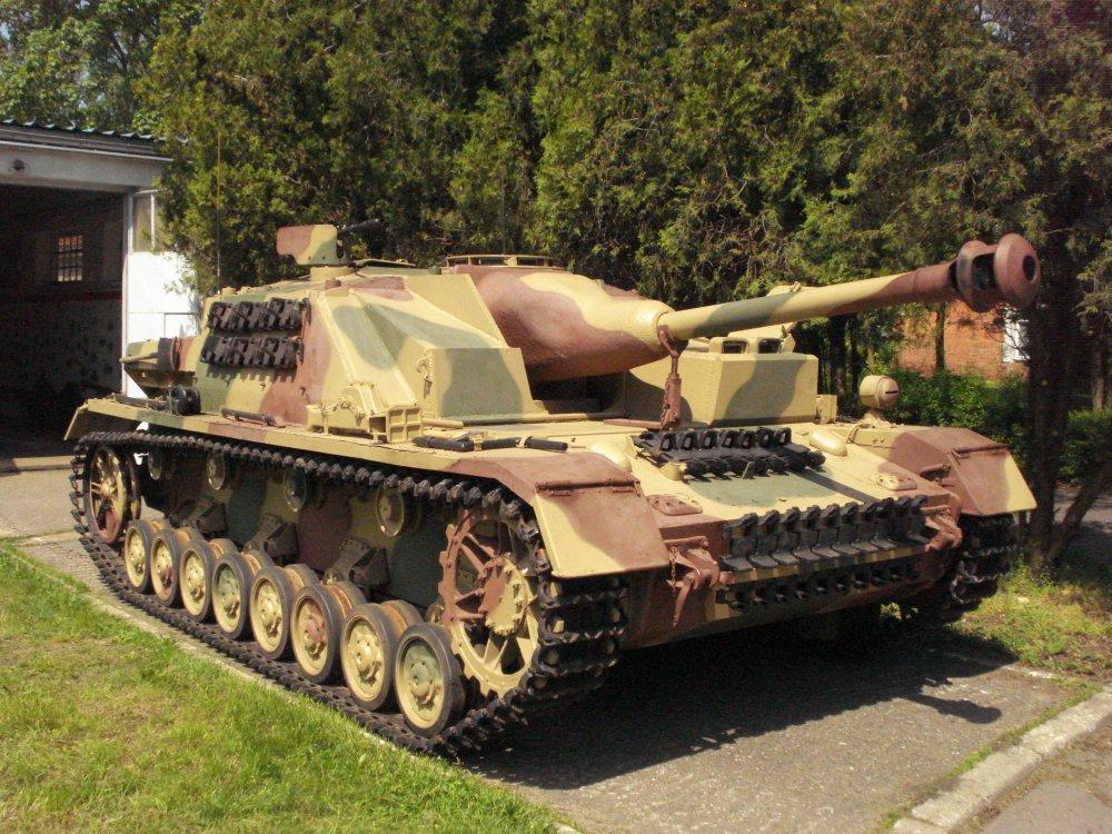 Sturmgeschutz_iv_Muzeum_Broni_Pancernej_CSWL_2.jpg