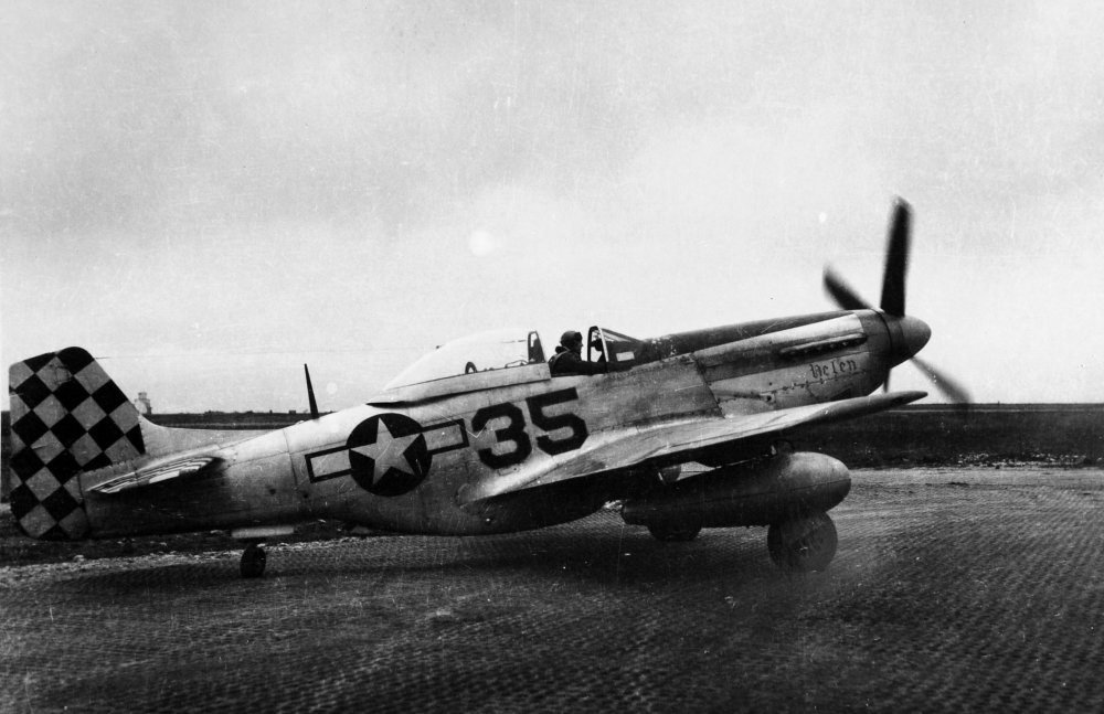 P-51D with FN 35 -noseart Helen on PSP with Art Fiedler taxiing out.jpg