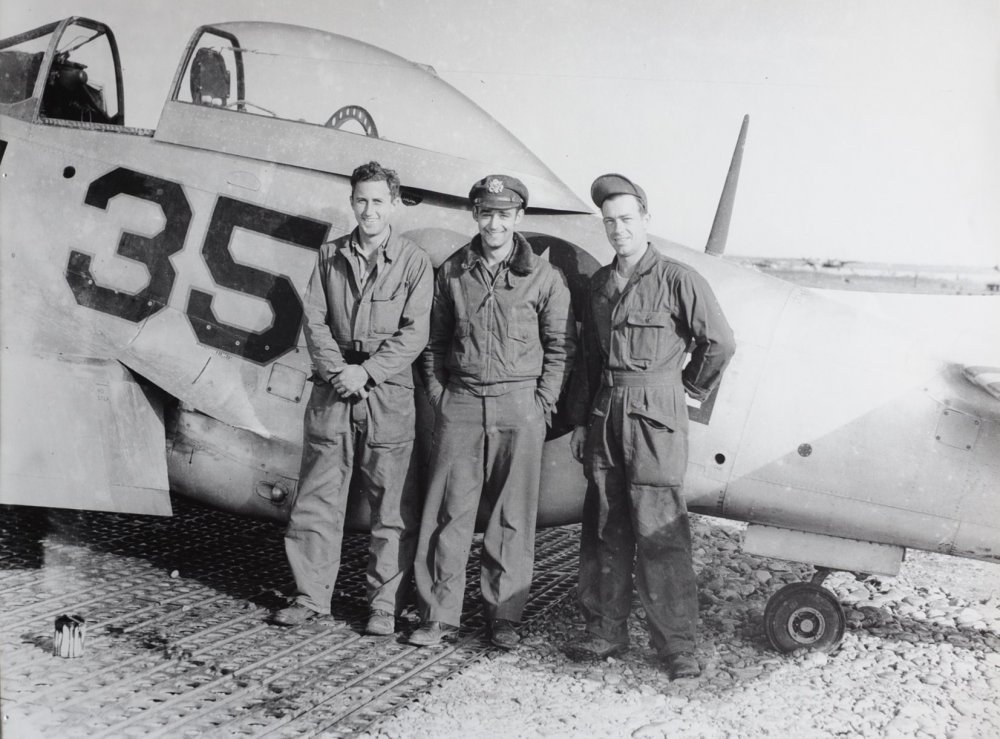 P-51D with fn 35 with Art and ground crew.jpg