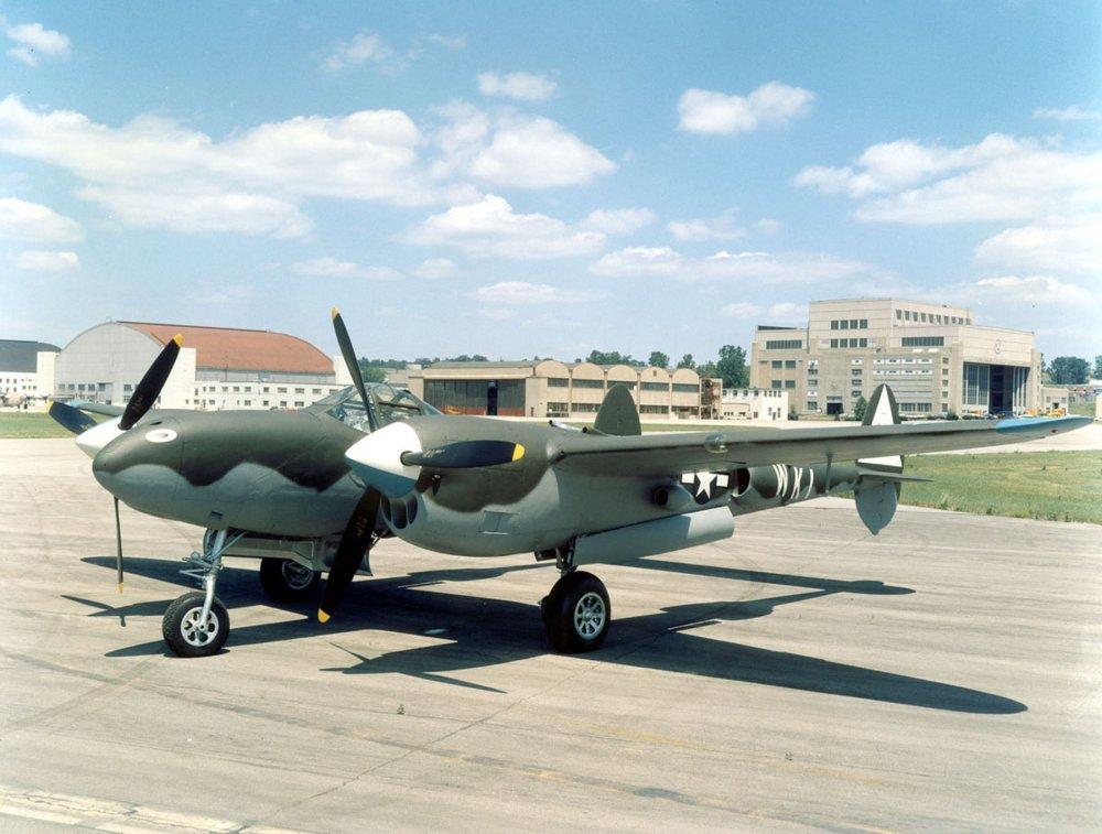 Lockheed_P-38L_in_Dayton.thumb.jpg.8229bfb72b5b06e0a2af4ec673271421.jpg