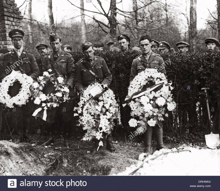 funeral-of-manfred-von-richthofen-ww1-DRHWK4.jpg