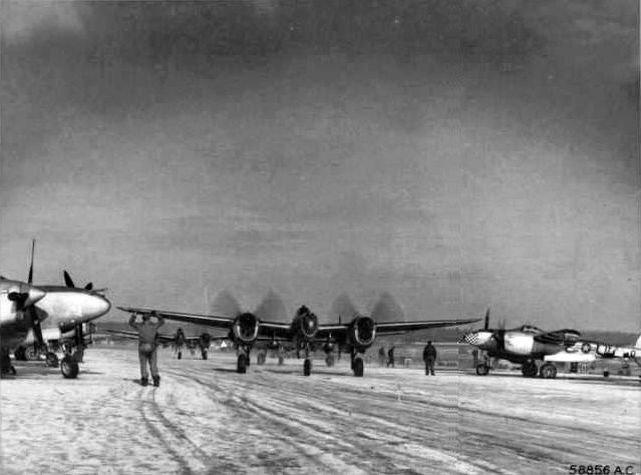 p-38-370th-fg-florennes.jpg