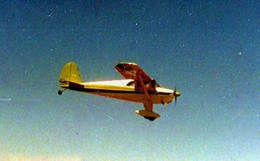 LUSCOMBE IN FLIGHT - Copy.jpg