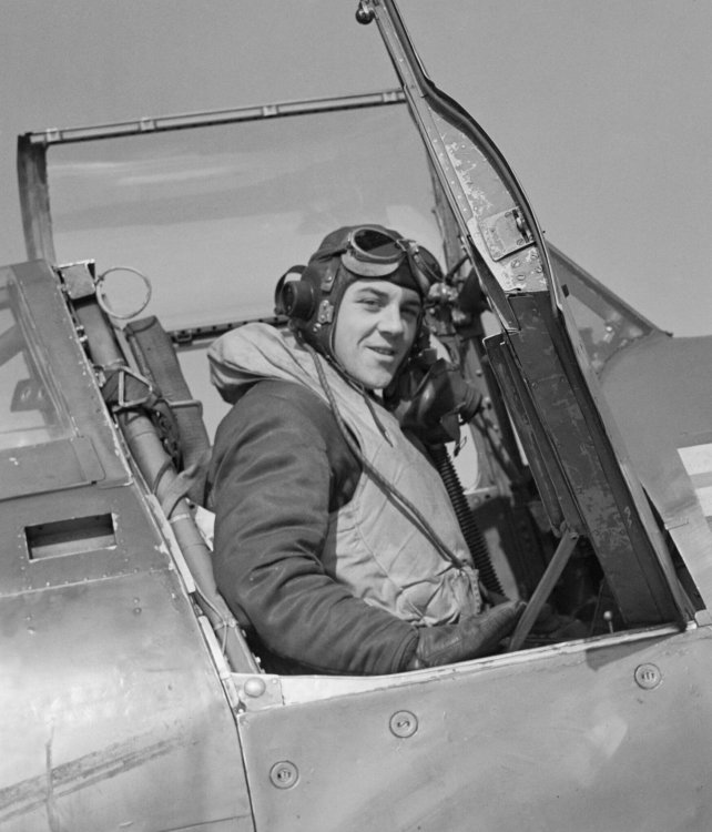 Royal_Air_Force_Fighter_Command,_1939-1945._CH18112.jpg