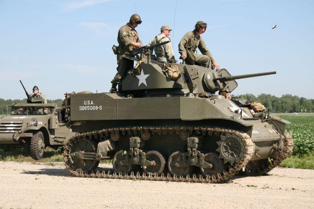 M5_Stuart_tank,_Thunder_Over_Michigan_2006.jpg