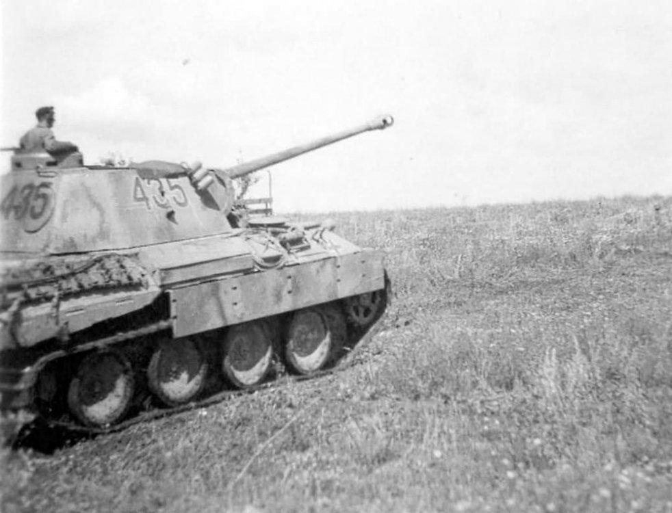 1325039585_Panther_tank_number_435(1).thumb.jpg.af7c5a4af4b81a71bd4642dadbca5c18.jpg
