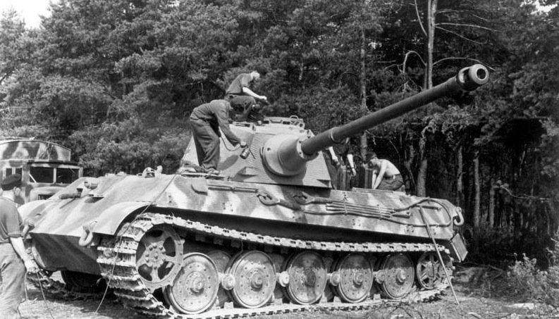 328949546_Bundesarchiv_Bild_101I-721-0398-21A_Frankreich_Panzer_VI_(Tiger_II_Knigstiger).jpg.cb337f668780216746e821ea20fc88fe.jpg