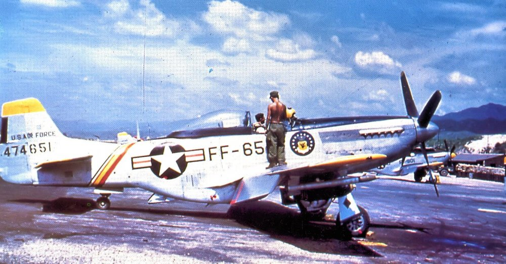 18th_Fighter-Bomber_Wing_North_American_F-51D-30-NA_Mustang_1950_South_Korea.jpg