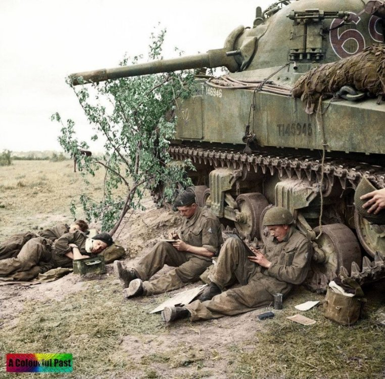 Screenshot_2020-06-19 (11) WW2 Colourised Photos - Fotos.jpg