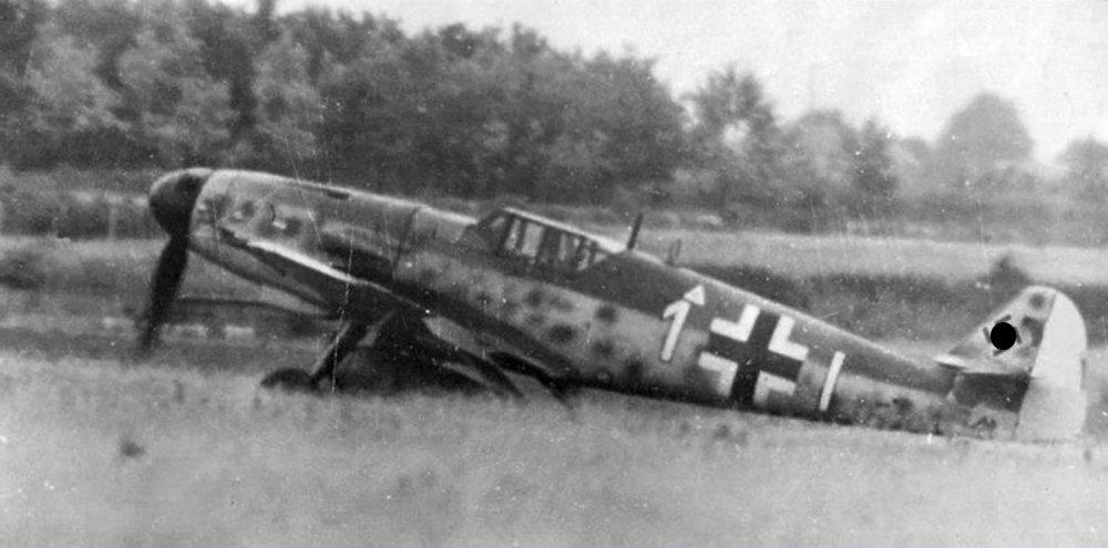 9.JG26-Yellow-1-taxing-France-1944-01.jpg