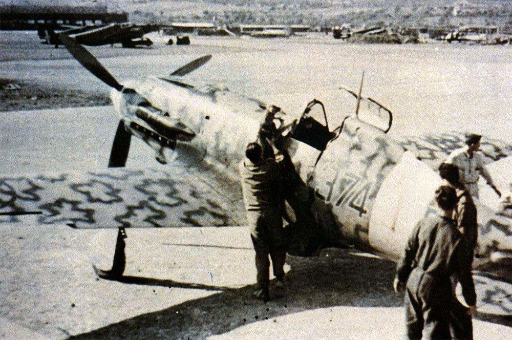 RA-Macchi-C.202-Folgore-51S153G374SA-374-1-Sicily-1942-01.jpg.bb202b231cb9bf52d8985abeef0757ce.jpg