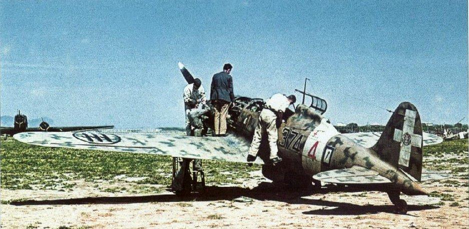 RA-Macchi-C.202-Folgore-51S153G374SA-374-4-Sicily-1942-01.jpg.46d3040619542f405398501dfd82f381.jpg