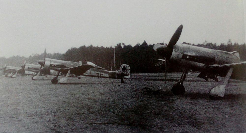 Ta_152_III.JG_301_fin_janvier_1945.thumb.jpg.cb9cd3dda354cf60f9e3337cb3f2e418.jpg