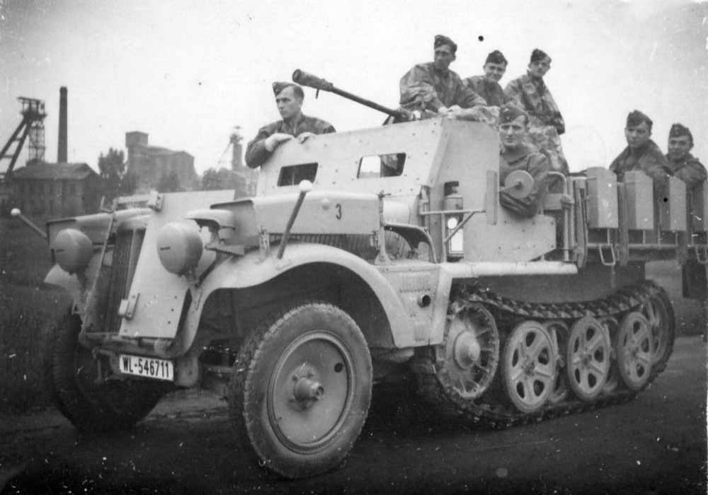 Armored_SdKfz_10_5_Luftwaffe.jpg