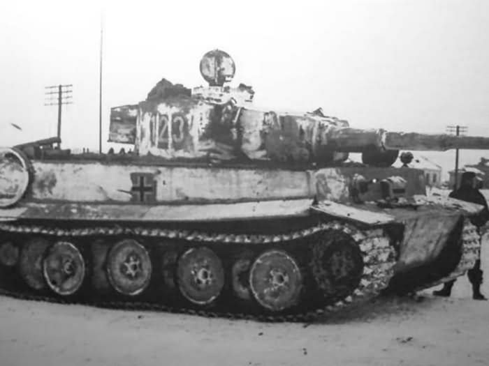 tiger_tank_number_123_winter_camo.jpg.123f519a5e5020899533060d513f0606.jpg