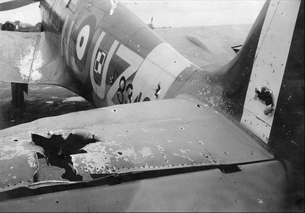 Spitfire-MkIIb-RAF-306Sqn-Polish-UZN-P8342-damaged-after-Circus-88-based-RAF-Northolt-29th-Aug-1942-01.thumb.jpg.019f92bffb39c65cbeeb08539f9d0c17.jpg
