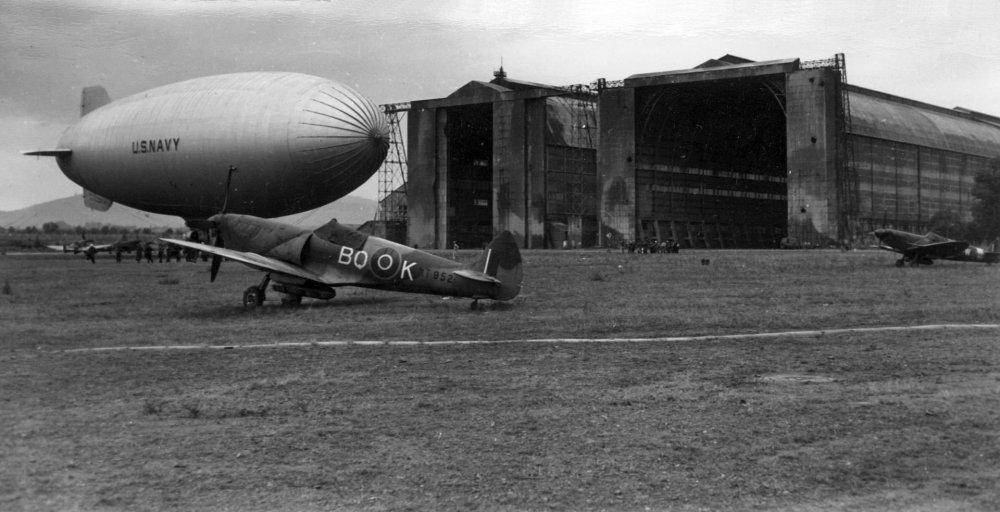 USN_blimp_with_RAAF_Spitfires_at_Cuers-Pierrefeu_1944.jpg