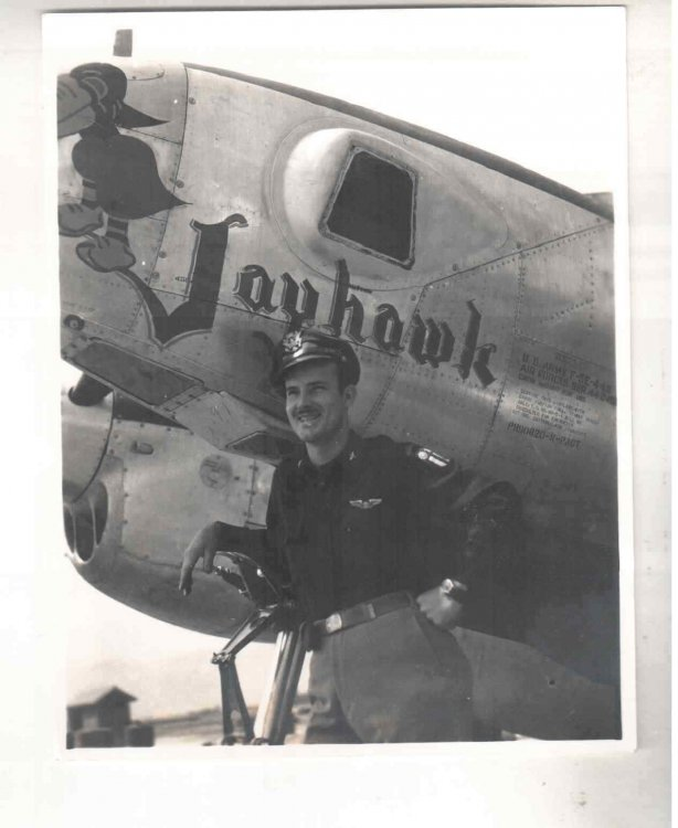 p38_25_LT MARTIN 35th PHOTO RECON. SQUADRON.jpg