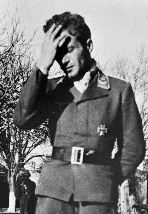 Luftwaffe_aircrew_captured_North_Africa_1943.jpg