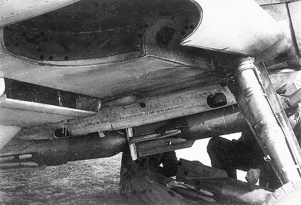 Messerschmitt-Bf-109F4B-loaded-with-four-SC50J-bombs-close-up-view-of-the-bomb-rack-02.jpg