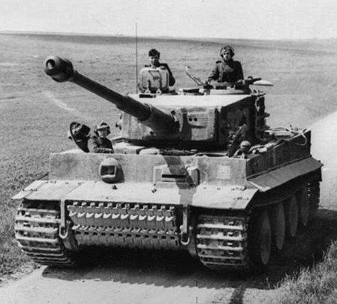 500245619_Bundesarchiv_Bild_101I-299-1805-16_Nordfrankreich_Panzer_VI_(Tiger_I).2.jpg.19bf574acea804596da66ea176213d56.jpg