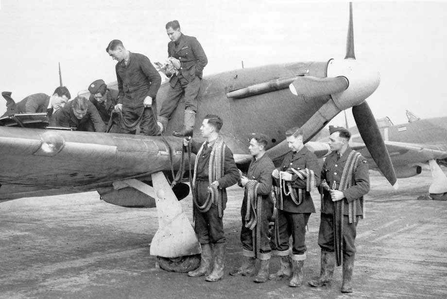 Hurricane-fighter-rearmed.jpg.65e42b6a1c7ef7bc86dd1cd67c980d04.jpg