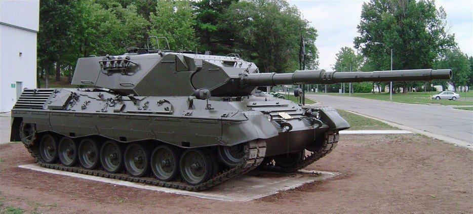 Leopard1_cfb_borden_2.jpg.7a852fa2dea4ed67bc1dad8cf334fda8.jpg