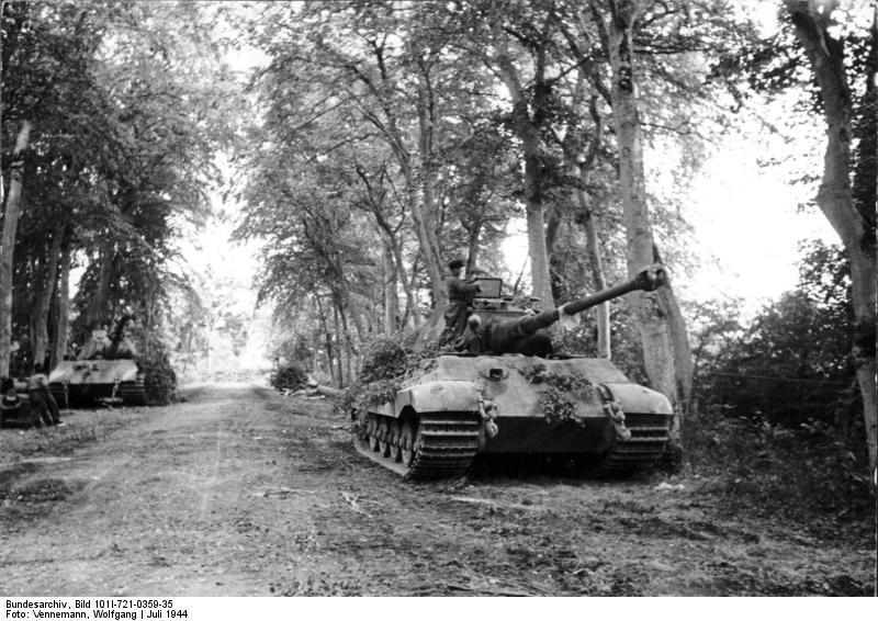 1892940517_Bundesarchiv_Bild_101I-721-0359-35_Canteloup_Panzer_VI_(Tiger_II_Koenigstiger).jpg.a00874295e26a104e20492280de895d2.jpg