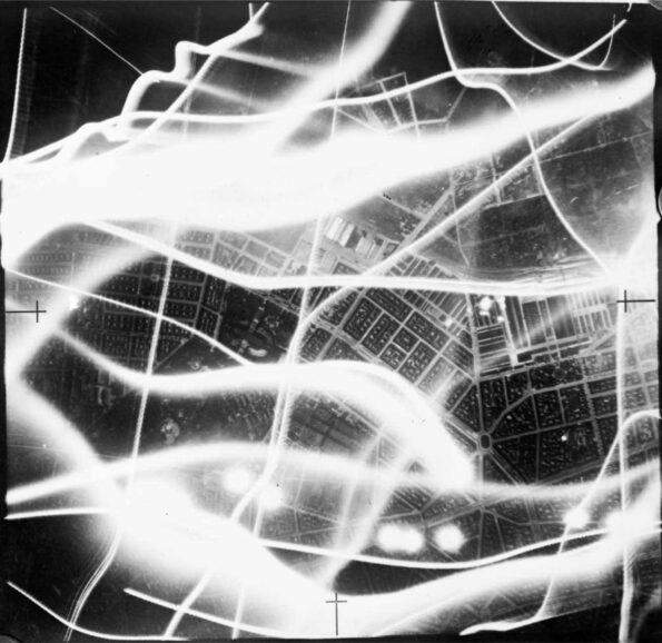 41-03-23-Berlin-raid-595x578.jpg.1582fccb00bb157bea487c3d5695d602.jpg
