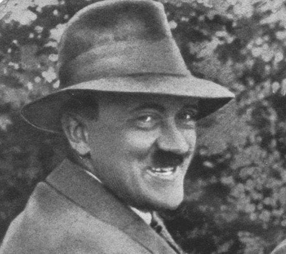 Hitler-stupid-smiling-276417.jpg.35ec2914b8439ce694cb7057b62b29cd.jpg