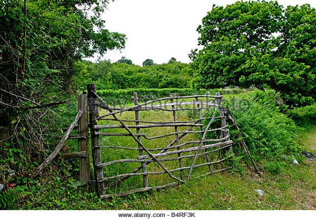 traditional-farm-gate-in-montenegro-b4rf3k.jpg.1b197e27eccabe8850e1ca04f7d8beb1.jpg