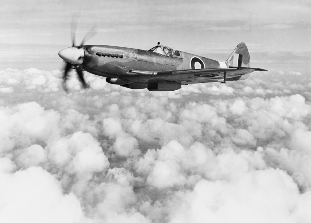 247732823_Supermarine_Spitfire_Mk_XIVe_RB140_in_March_1944._This_aircraft_served_operationally_with_-nding_accident_at_Lympne_on_30_October_1944._E(MOS)13.thumb.jpg.f7f0167d5f75a9326e57b3ef7d291447.jpg