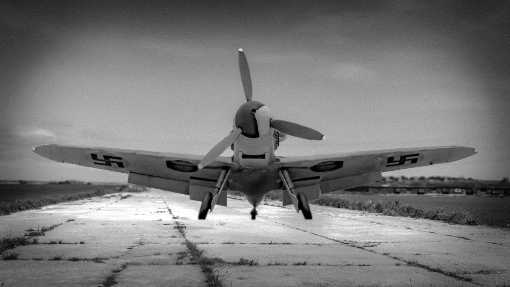 Finnish Bf109 on runway.jpg