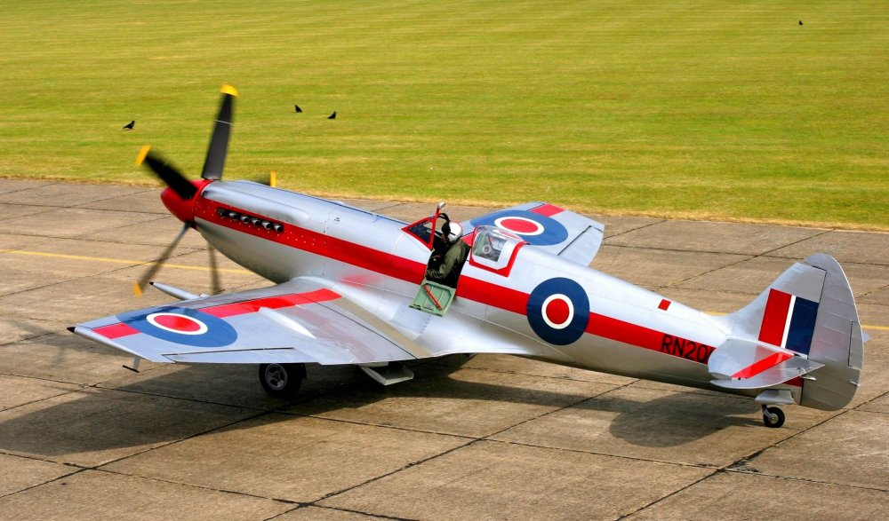 runway-field-plane-supermarine-spitfire-mkxiv-uk-fast-fighter-pilot-ready-for-takeoff.thumb.jpg.003bebaeef22d565c17a9f7507234495.jpg